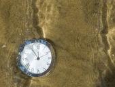 Reloj bajo el agua. — Foto de Stock