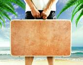 Men holding suitcase — Stockfoto