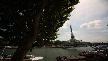 River Seine and boats — Stock Video