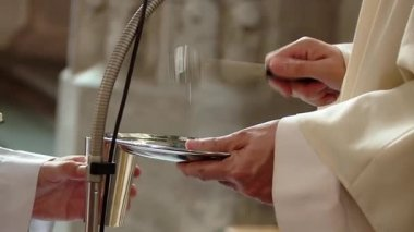 Priest blessing rings in the church — Stock Video