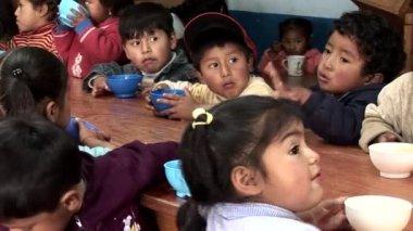Children in a school in Cusco — Stock Video