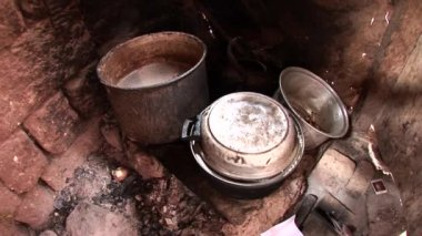 Old pots and pans on fire — Stock Video