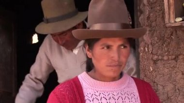 Farmers on a farm in the Andes — Stock Video