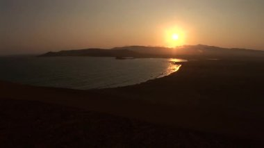 Coast in the Paracas National Park at sunset — Stock Video