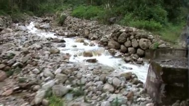 Train to Machu Picchu alongside river Urubamba — Stock Video