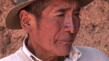 Farmer on a farm in the Andes — Stock Video