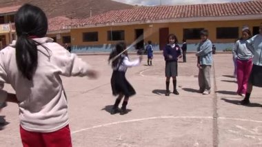 Schoolgirls playing in the schoolyard — Stock Video