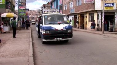 Transport and people in the Cusco — Stock Video