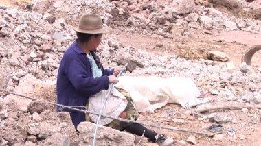 People working on waste dump in Cusco — Video Stock