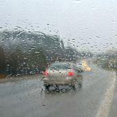 Rain road — Stock Photo