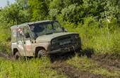 Off-road vehicle brand UAZ overcomes a pit of mud — Stock Photo