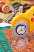 Rotary cutter cuts fabric — Foto de Stock