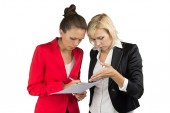 Two businesswoman making a decision — Stockfoto
