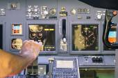 Captain hand accelerating on the throttle in commercial airliner flight simulator - Cockpit thrust levers on the phase of takeoff — Stock Photo