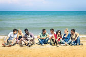 Group of international best friends sitting at beach talking with each other - Concept of multi cultural friendship against racism - Interaction with new technologies tablet and contact with nature — Stock Photo