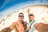 Hipster best  friends taking a selfie at Etosha national park in Namibia - Adventure travel lifestyle enjoying moment and sharing happiness - Trip together around the world as alternative lifestyle — Zdjęcie stockowe