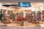 "LONDON - NOVEMBER 5, 2014: Harrods store at London Heathrow International Airport. The Harrods motto is ""Omnia Omnibus Ubique"" which means ""All Things for All People, Everywhere"" — Stock Photo"