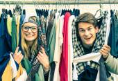 Young hipster couple in love at the weekly cloth market - Best friends sharing free time having fun and shopping in the old town - Lovers enjoying everyday life moments on a vintage filtered look — Stock Photo