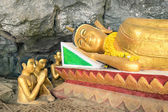 Reclining Buddha statue in the Elephant Cave ( Tham Sang ) near Vang Vieng - Exploring Lao PDR on exclusive destination - Day excursion around the sightseeing beauties of north of Laos — Stock Photo