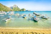 Front beach with longtail boats in El Nido - Beautiful tropical destination in Palawan Philippines - Travel concept in exclusive locations in south east asia - Nature wander trip around the world — Stock Photo