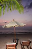 Silhouettes of beach umbrellas sunset and sky — Stock Photo