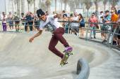 Venice, US-October 5, 2014: skateboarder that is airborne being  — Stock Photo