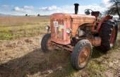 Rezavý vinobraní traktor — Stock fotografie