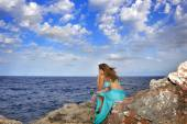 Attractive woman looking at sea horizon thoughtful from rock cliff  in relax concept — Stock Photo