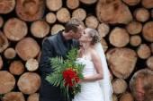 Newlywed couple kissing — Stock Photo