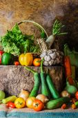 Fruits, des herbes et des légumes nature morte. — Photo