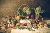 натюрморт овощи, травы и фрукты — Стоковое фото