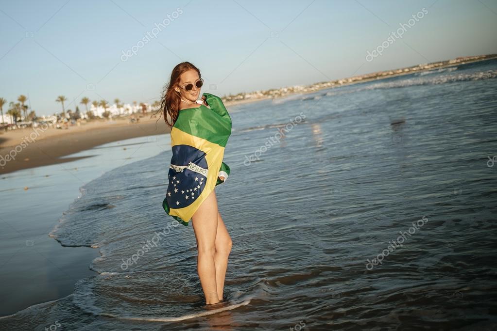 Красивые девушки на море в бразилии
