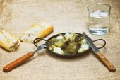 Stew of artichokes with potatoes — Stock Photo