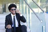 Hombre hablando por teléfono inteligente — Foto de Stock