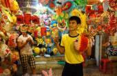 Vietnam lantern street, open air market — Stock Photo