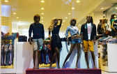 Manequin, fashion clothing, standing, retail mall — Stockfoto