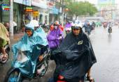 Vietnamese people, Ho Chi Minh city in rain — 图库照片