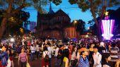 Crowded urban scene, Vietnam holiday — Stock Photo