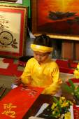 Vietnam tet, Asian kid, calligraphy fair — Stockfoto