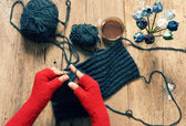 Handmade gift, special day, wintertime, knit, scarf — Stock Photo