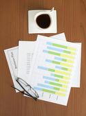 Businessplan & Graph auf dem Tisch — Stockfoto