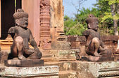 Ancient statues near the door in the temple Banteay Srei — Stock Photo