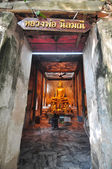 Golden Buddha statue inside the ancient temple of Wat Bang Kung — Stock Photo