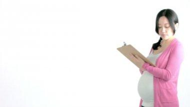 孕妇拿着检查表 — 图库视频影像