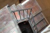 Empty winding staircase — Стоковое фото