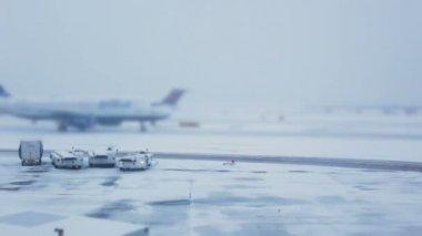 Winter am flughafen — Stockvideo