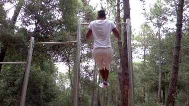Young fit man doing workout outdoor — Stock Video