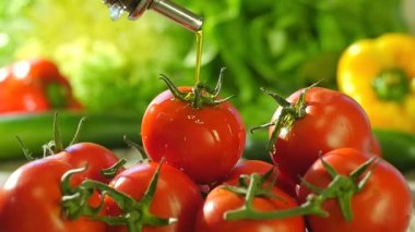 Pouring olive oil over tomatoes — Stock Video