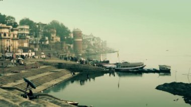 India, varanasi cityscape and ganges river — Stock Video