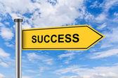 Sarı yol işareti ile başarı sözleri — Stok fotoğraf